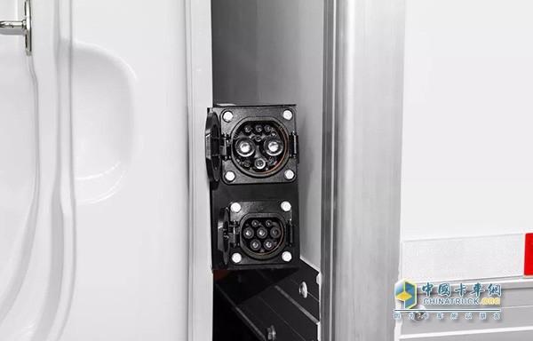 江淮汽车i系列产品配备了快慢两种充电接口