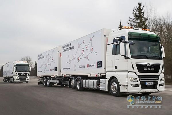 进行队列测试所用的曼恩TGX卡车采用6x2主车+中置轴挂车的形式