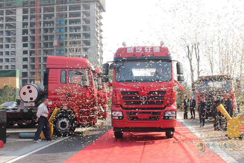 陕汽轩德X3大马力牵引车的上市正是其进军牵引车市场的杀手锏。