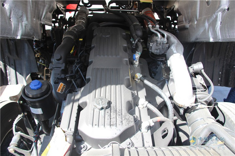 搭载东风康明斯ISZ520马力发动机