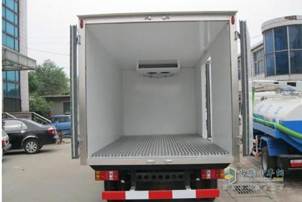 冷藏车箱体装载物品时不能挡住出风口