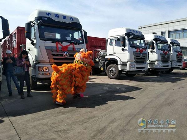 中国重汽豪瀚J7G燃气运煤车