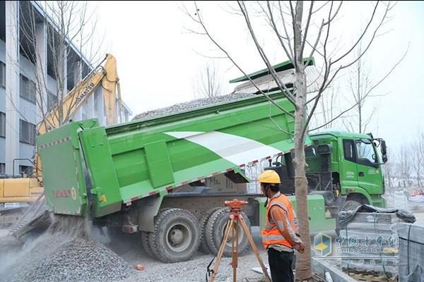 欧曼自卸车助力雄安建设