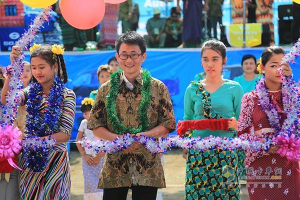 缅甸泼水节展台时骏(SOJEN) 大家一起狂欢泼水