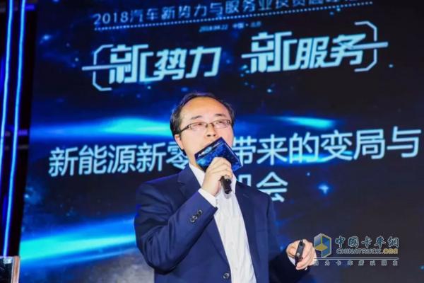 龙蟠科技市场总监陈总在会上演讲