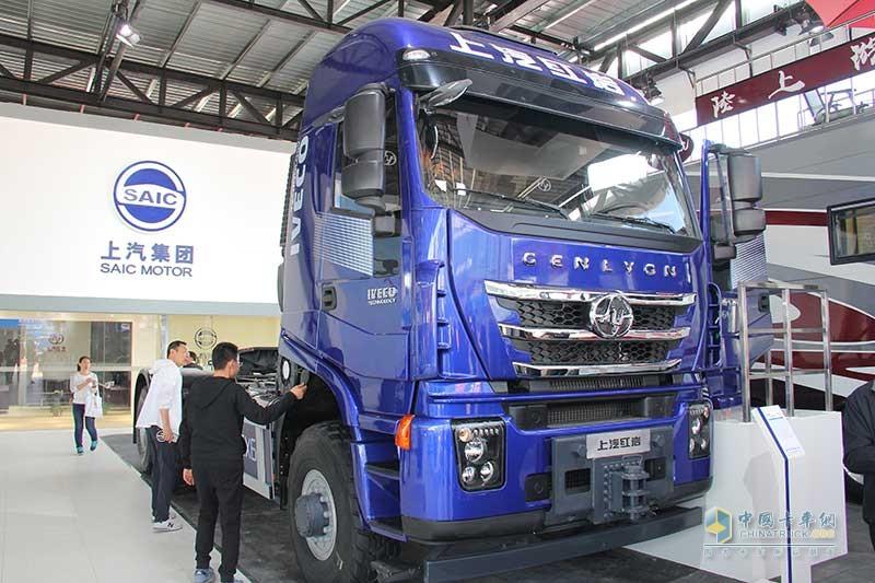 上汽红岩 杰狮重卡 560马力 6×6 大件运输牵引车