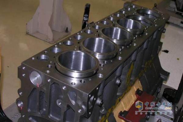 发动机冷却液进入润滑系统和机油掺和到一起