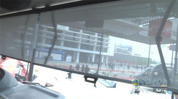 欧曼EST-A车帘能够将车窗360度围住