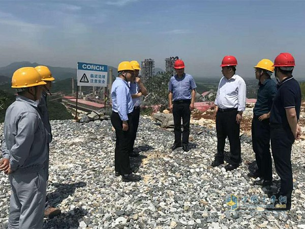 华菱星马、芜湖海螺水泥高层领导实地考察砂岩运输作业工况