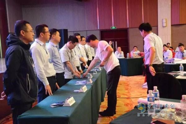 由徐金光代表的奥铃业务四组和董德峰代表的商务汽车业务四组胜出