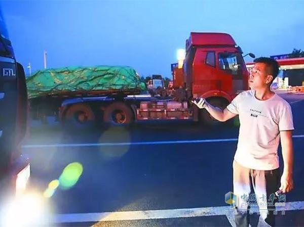 卡车司机何力