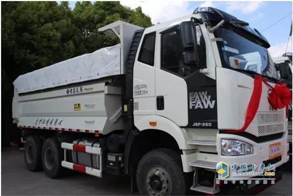 解放J6P智能城市渣土自卸车