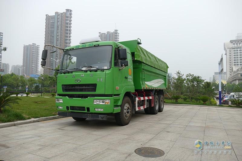 华菱重卡 345马力 6×4 5.6米自卸车(HN3252B35C9M5)