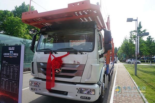 中国重汽豪瀚轿运车