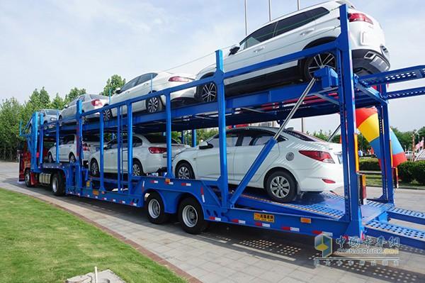 中国重汽轿运车装载展示