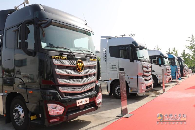 """欧曼EST超级卡车,以定制化装备助力客户运输抢""""鲜""""一步,确保冷链运输""""不断链""""。"""