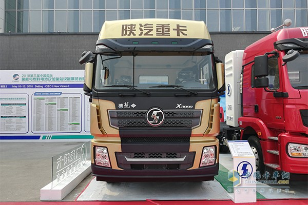 德龙X3000黄金版 LNG牵引车
