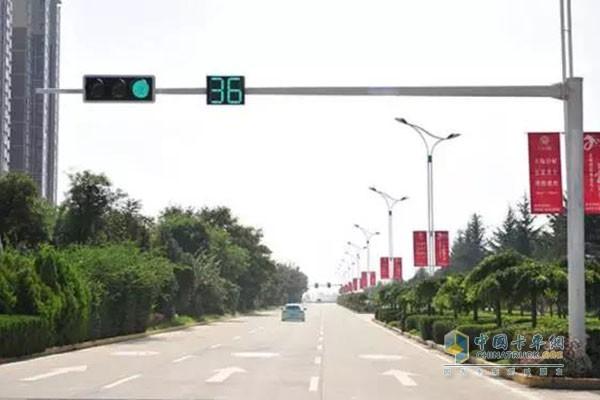 按照交通标志标线和信号灯行驶