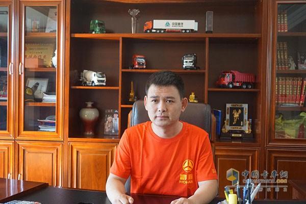 中国重汽销售公司品牌汽车吕梁文飞专营店总经理刘文飞