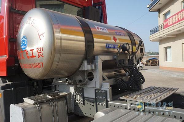 豪瀚J7G天然气牵引车储气罐