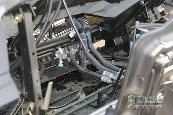 管路及连接部件受损 制冷剂泄露