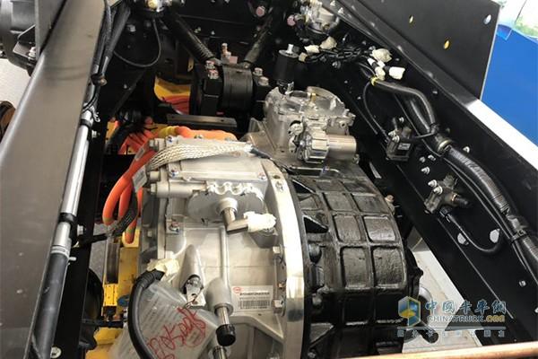 比亚迪T10ZT纯电动智能泥头车使用双电机+4AMT的动力组合