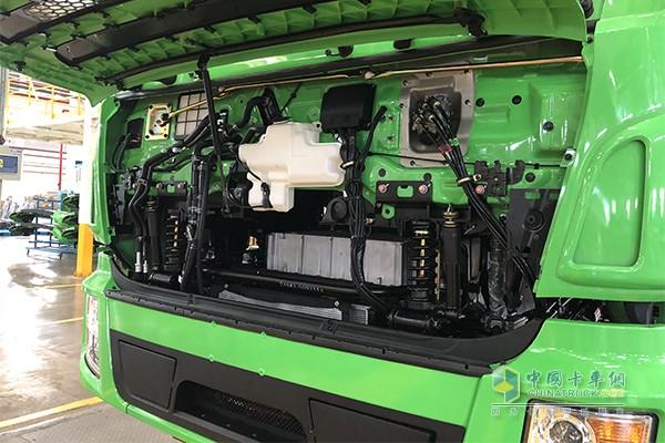 驾驶室带有减震功能,各种走线非常规整