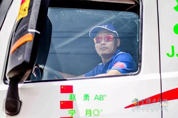 有着丰富的环塔赛事经验的主赛手赵勇