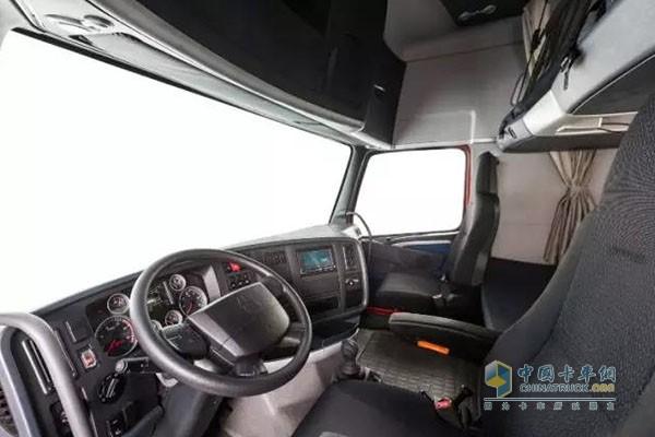 """重汽HOWO-T7H 8×4""""豪盈版""""载货车舒适驾驶室"""