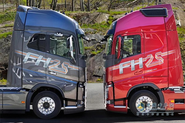 纪念版车型两种配色:经典红和猛犸树金属色