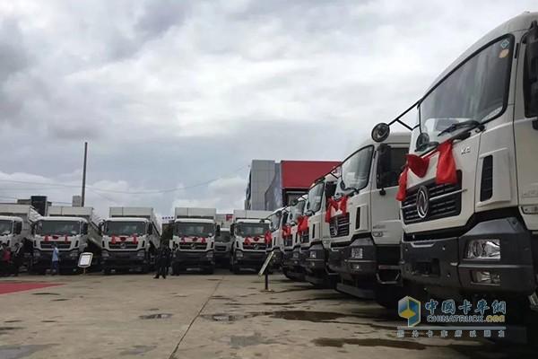 50台东风天龙KC新型智能环保渣土车交付云南宝道汽车销售服务有限公司