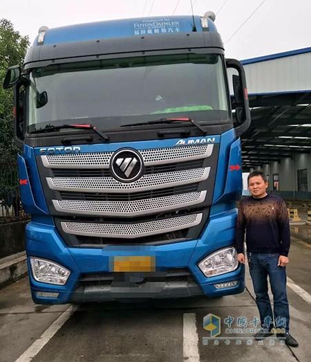 江西宜春的唐师傅与他的欧曼EST卡车
