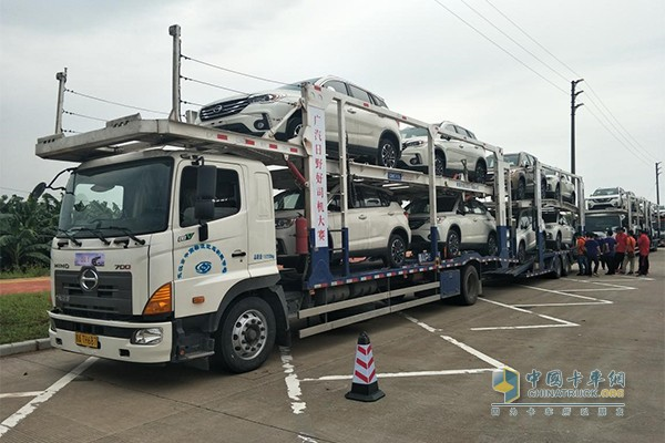 广汽日野700系列4X2中置轴轿运车