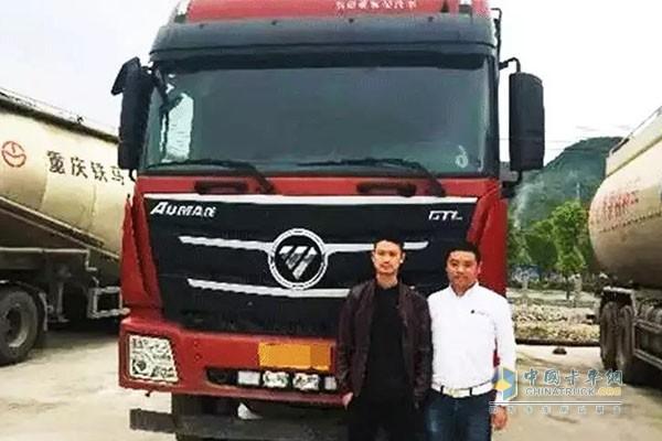 贵州遵义客户和搭载康明斯X12工程版动力的自卸车