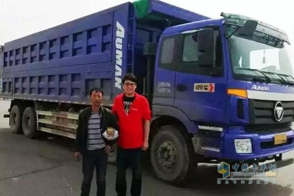 包头客户和搭载康明斯X12工程版动力的自卸车