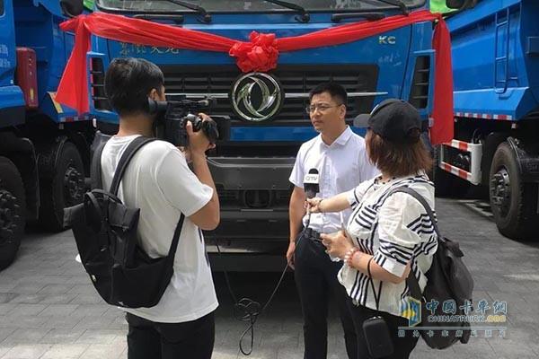 交车仪式现场采访