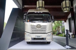 一汽解放 新J6P重卡 荣耀版 550马力 6X4牵引车