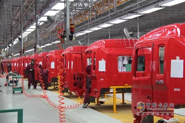 江淮汽车阜阳分公司有双班年产4万辆中重型卡车的生产能力