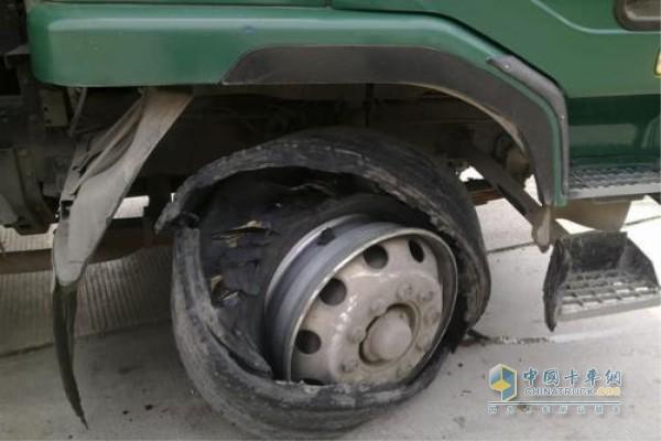 夏季轮胎爆胎