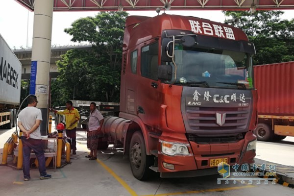 深圳市联合联盟物流有限公司仅U系260马力 4×2 LNG牵引车就有60台