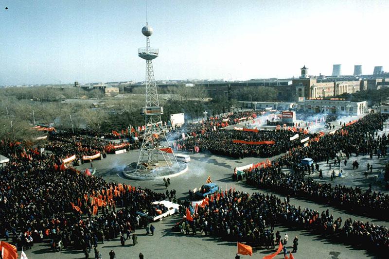 1986年2月14日,在1号门广场上召开了盛大的换型改造动员大会