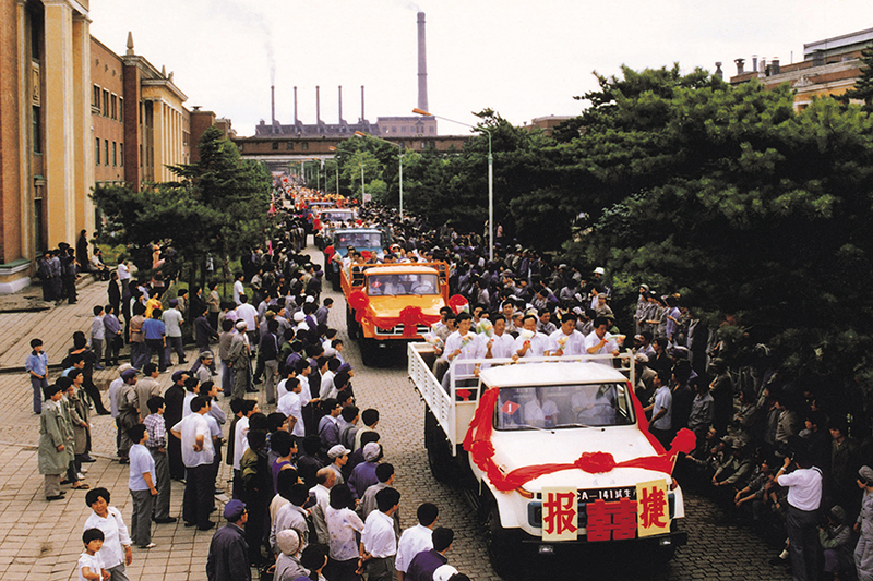 1986年7月15日,第二代解放卡车CA141成功实现了换型转产