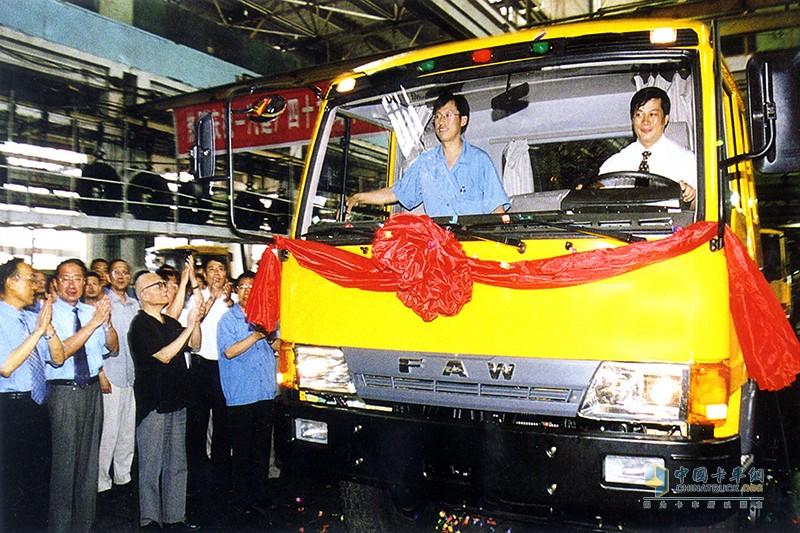 2002年7月15日,解放`四大`加强型工程王卡车下线