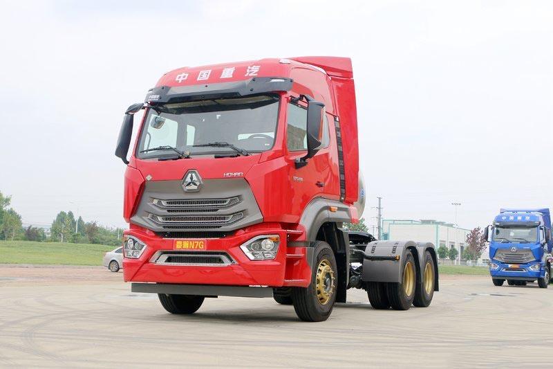 中国重汽 豪瀚N7G重卡 430马力 6X4 LNG牵引车