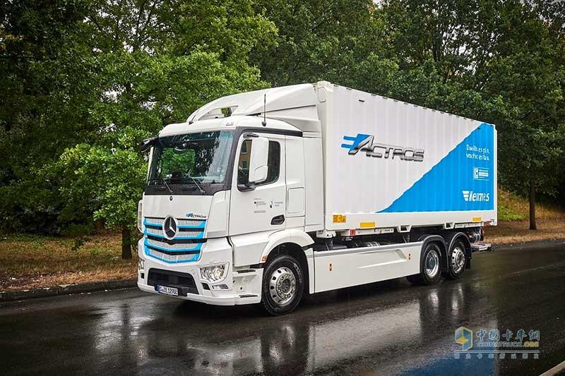 3. 梅赛德斯-奔驰纯电动卡车eActros现已进入客户试用阶段,投入到实际运营之中