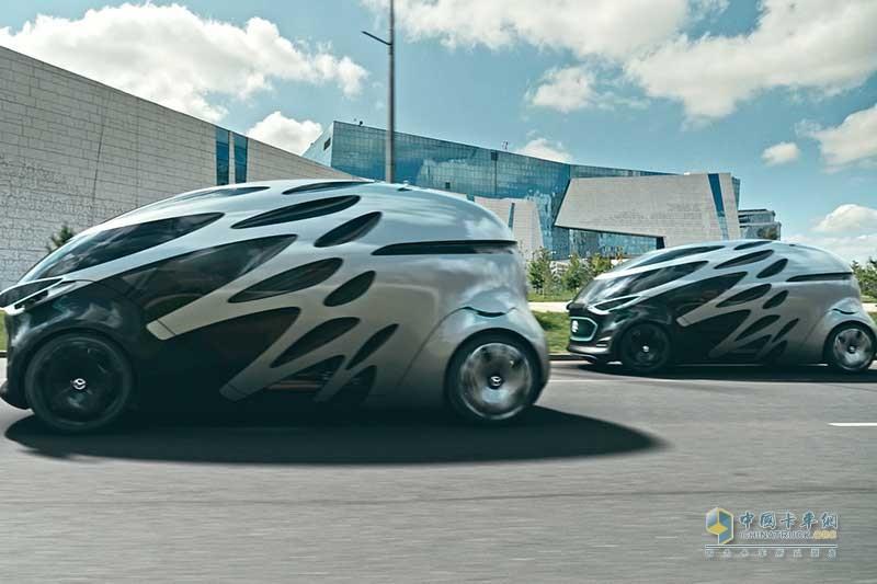 2. 在智能IT基础设施的支持下,多辆梅赛德斯-奔驰Vision URBANETIC概念车可组成自动驾驶车队