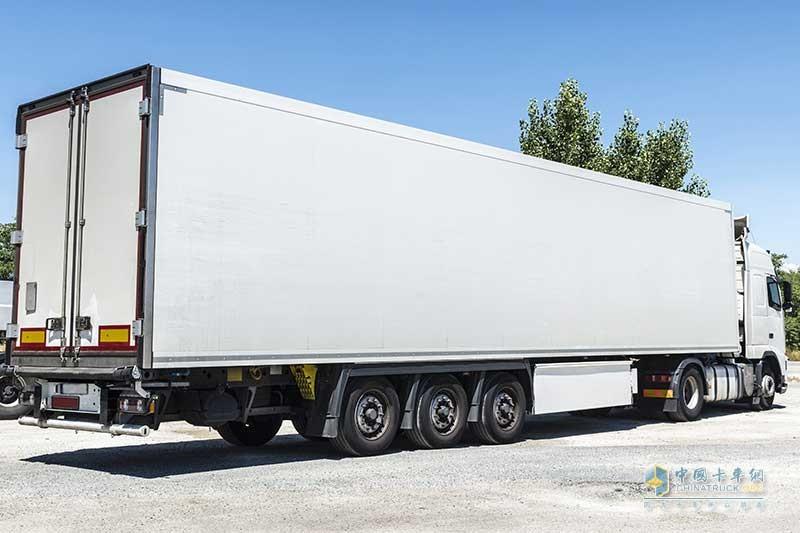 04_博世通过对电桥与半拖车的整合提供电动汽车改造方案