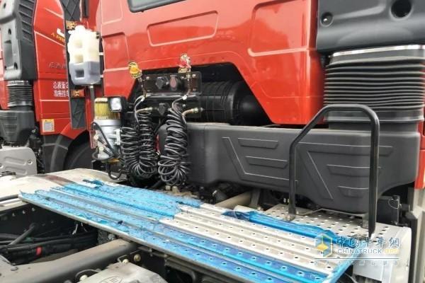一汽解放J6P牵引车驾驶室后工作台