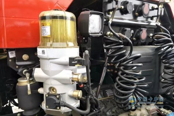 新J6P 420 6X4质惠北方版牵引车的柴油滤芯