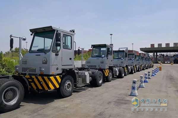 中国重汽码头低速牵引车